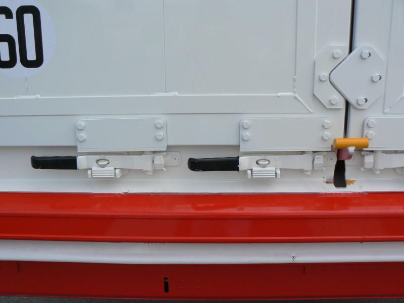 Pevné uzavretie zadných dverí umožňuje prepravu aj sypkých tovarov a rôznych poľnohospodárskych produktov.