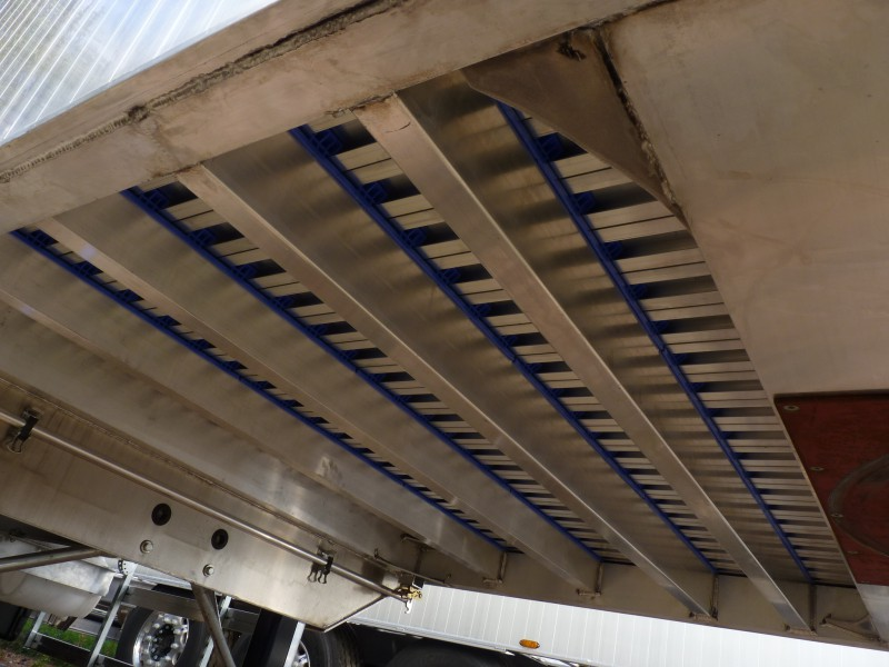 Užitočné zaťaženie dosahuje vynikajúce hodnoty vďaka použitiu hliníka ako konštrukčného materiálu.